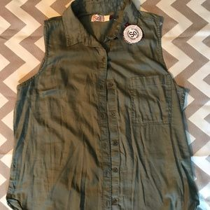 Green Sleeveless Button Up sz L